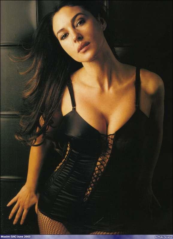 Monica Bellucci sexy nude gallery